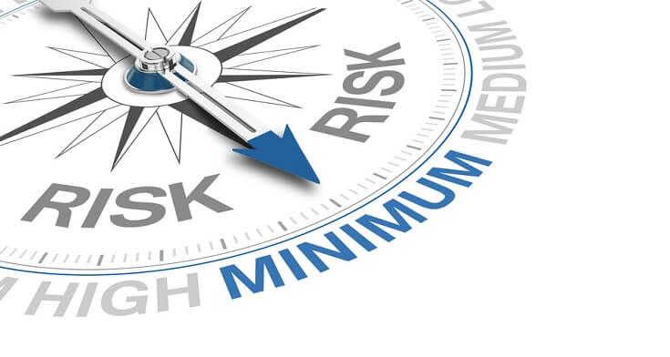 Instrumento de medición apuntando hacia el nivel medio, el cual representa el riesgo presente de la organización