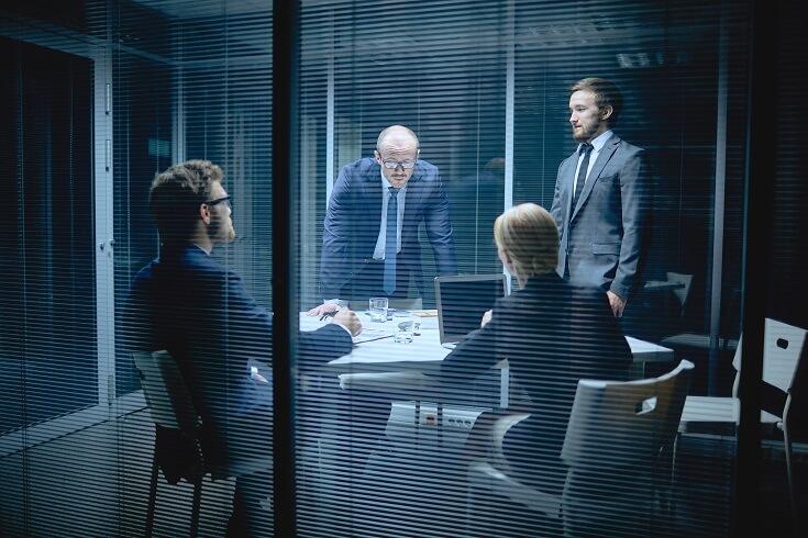 Equipo reunido para la evaluación de la gestión de fraude